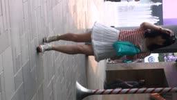 白裙松糕鞋熟女跟拍
