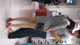 时髦高跟长腿妹妹粉嫩内裤抄底