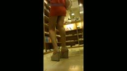 粉裙齐b紧身包臀美女商场跟拍